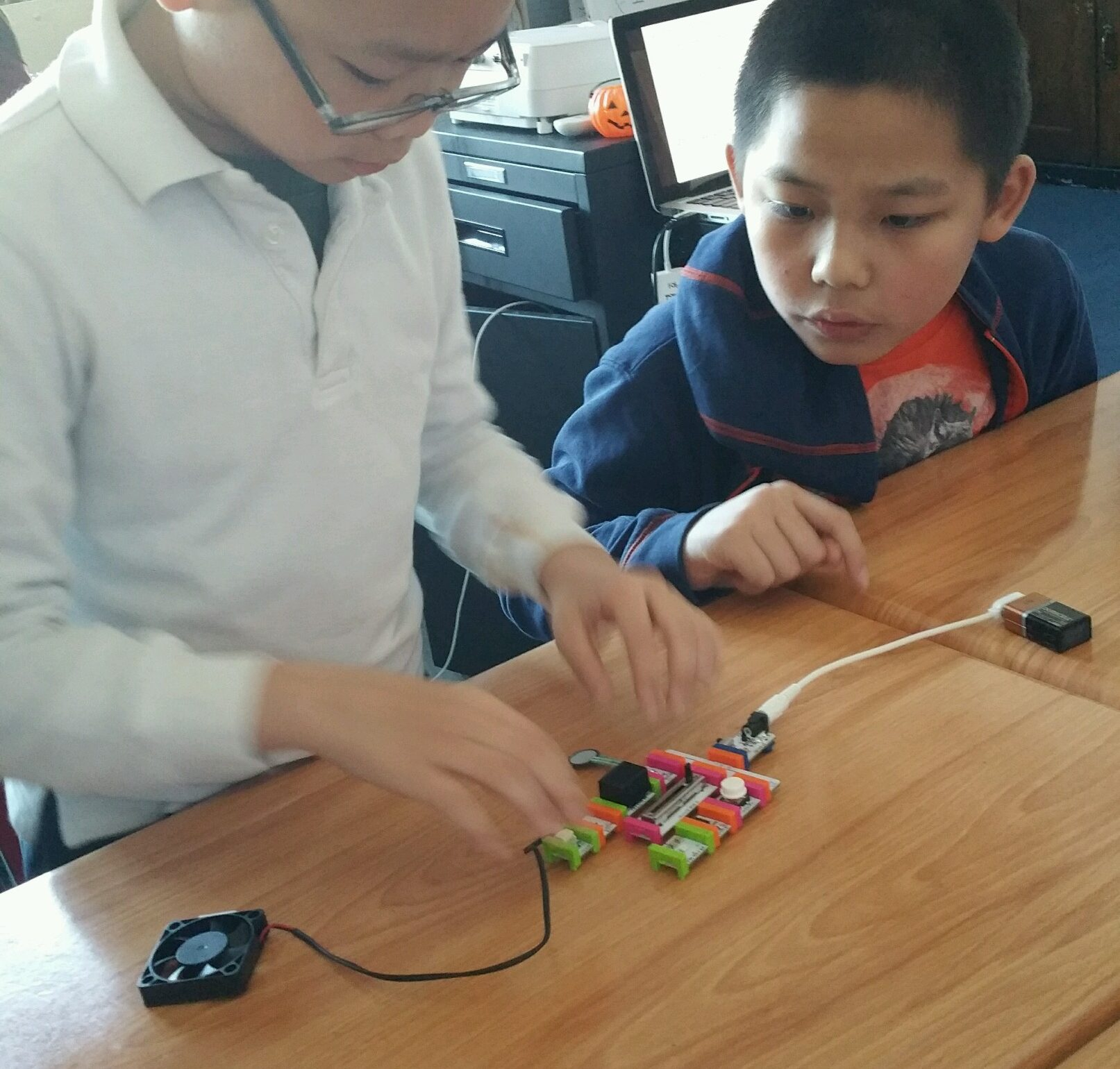 students creating with littlebits
